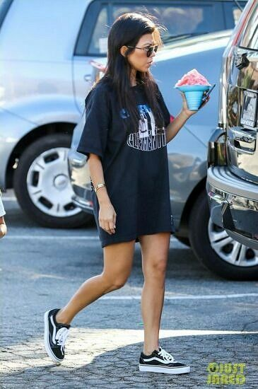 oversized t-shirt with sneakers looks