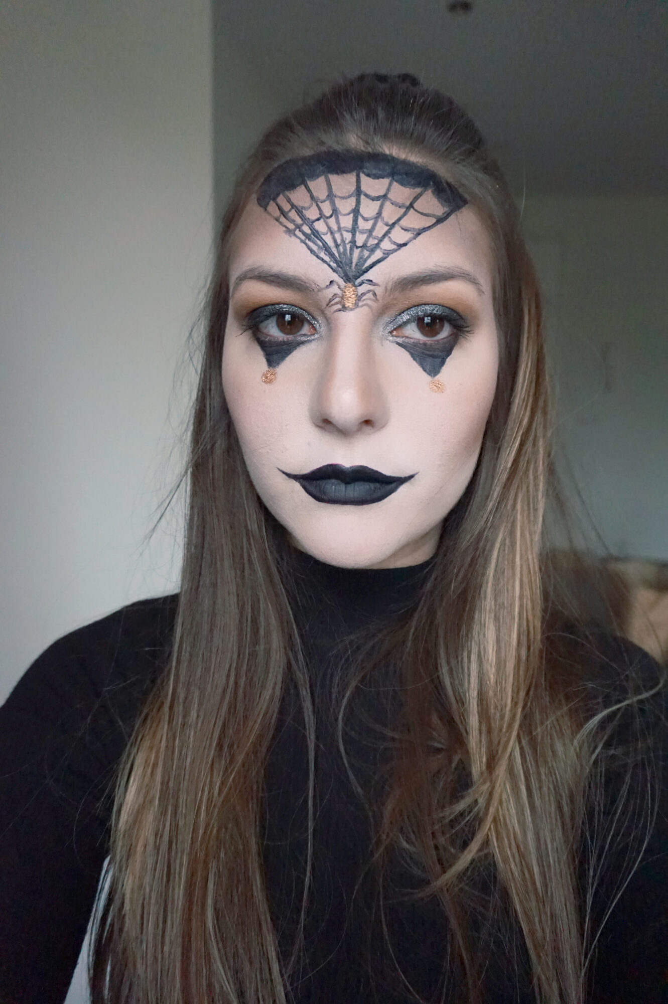 dark halloween make up