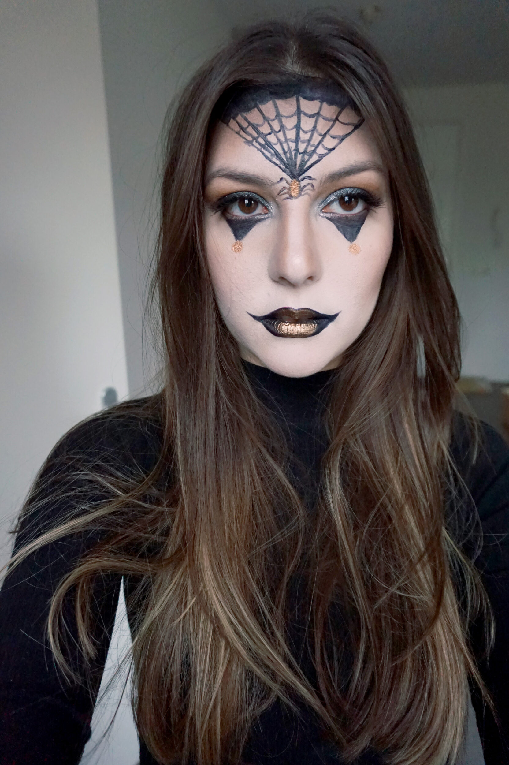 dark halloween make up look